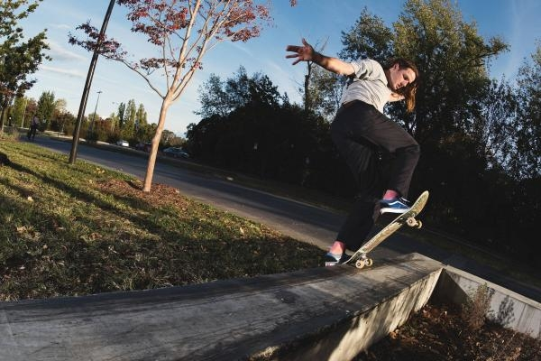 Sleduj online skateboarding Top action from Victoria na Red Bull TV!